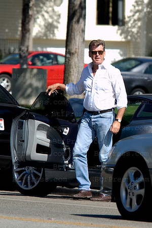 EXCLUSIVE--- Pierce Brosnan alia James Bond take some weight, in Los Angeles,California, on September 30, 2010.