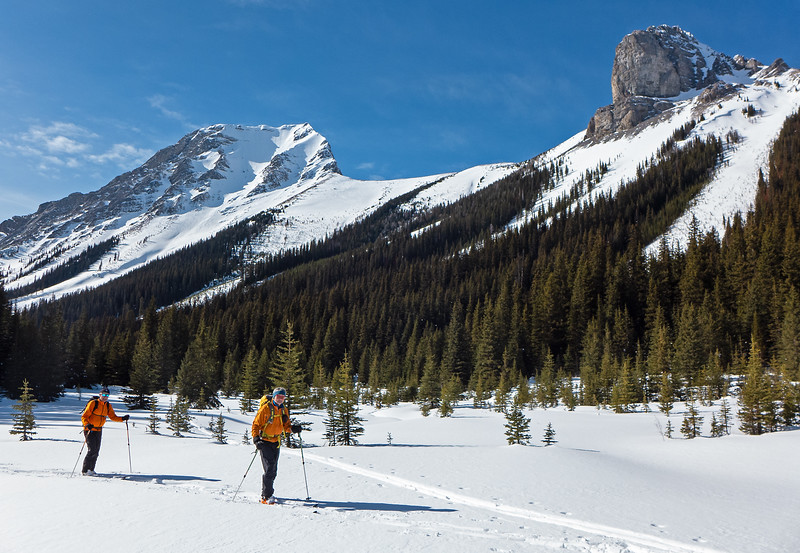 On to the flats beside Commonwealth Creek, with Mount Smuts and The Fist as a backdrop. With soft snow- the tour to the end of the extensive valley flats could be enjoyable for xc skiers on metal edge light touring skis.