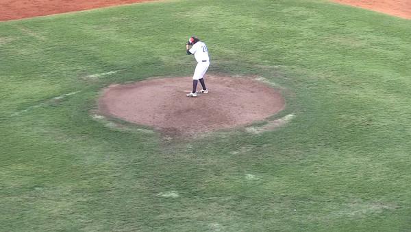 26-09-2016-06-14-Gm1-06a-pitching