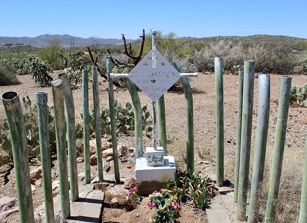 Grave marker of Manuelita Guzman at the Pinal Cemetery (2018)