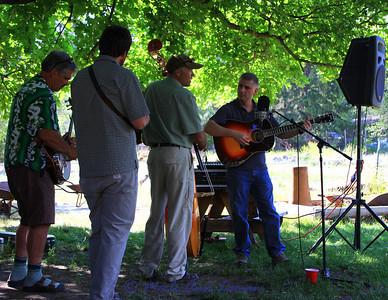 Pinegrass - a Bluegrass Band