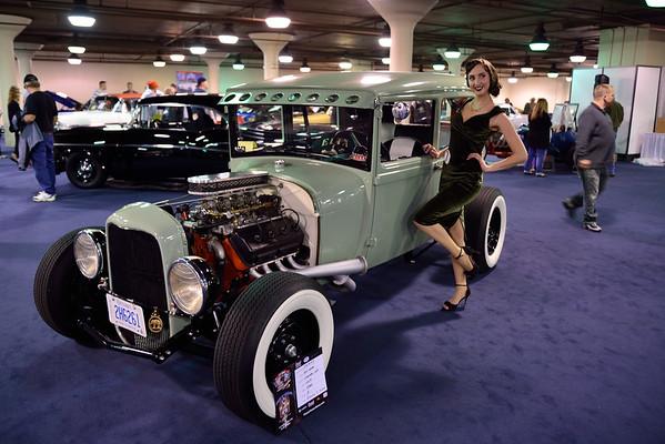 Pinup Girls of  I-X Piston Powered Auto-Rama