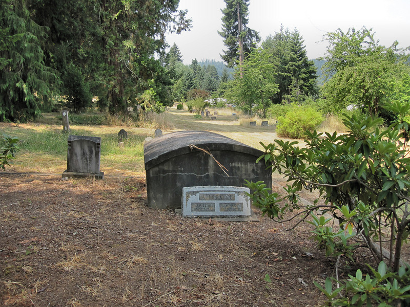 This was the only grave of its type that I noticed in the cemetery.