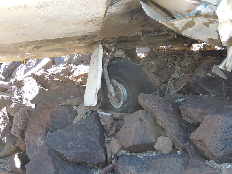 The other main landing gear tire survived the fire and is being shaded from the blazing sun.