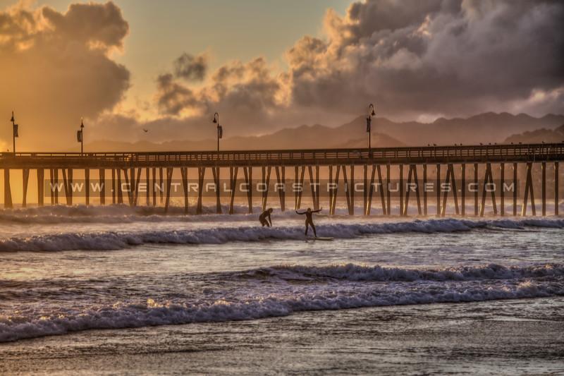 pismo beach pier surfers 0718-