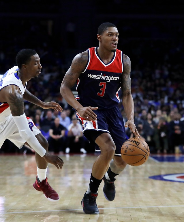 . Washington Wizards guard Bradley Beal dribbles past Detroit Pistons guard Kentavious Caldwell-Pope during the second half of an NBA basketball game against the Detroit Pistons, Monday, April 10, 2017, in Auburn Hills, Mich. (AP Photo/Carlos Osorio)