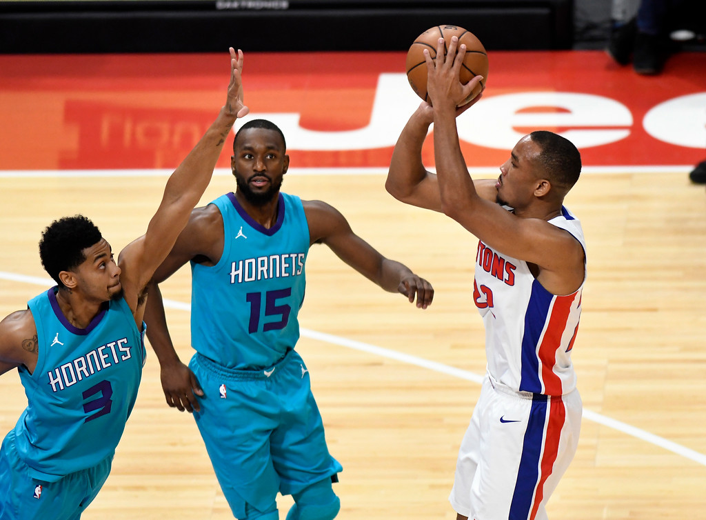 . Detroit Pistons guard Avery Bradley (22) puts up a shot over Charlotte Hornets guard Jeremy Lamb (3), left, and guard Kemba Walker (15) in the first quarter, Wednesday, Oct. 18, 2017 in Detroit.  (Special to The Oakland Press/Jose Juarez)