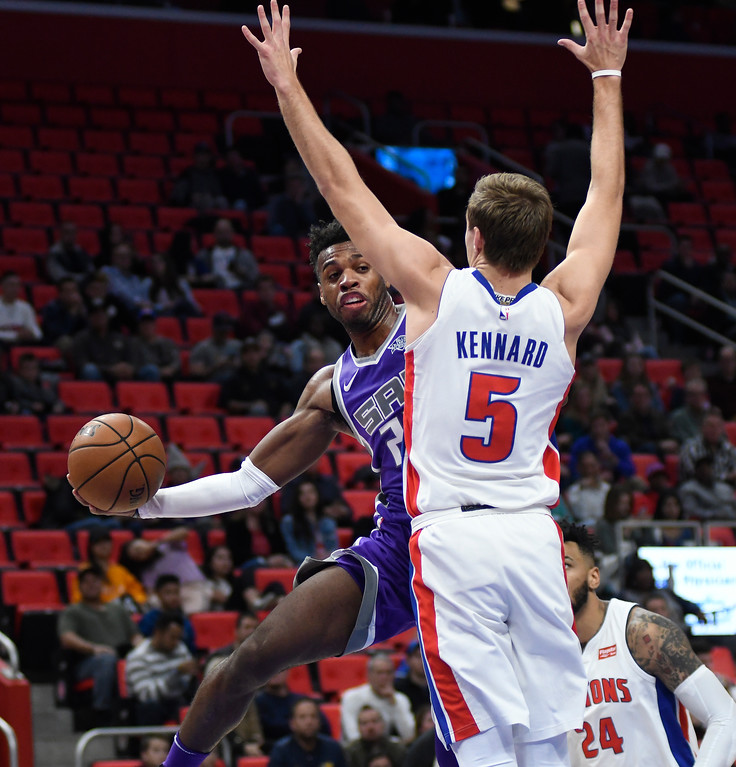 . Sacramento Kings guard Buddy Hield (24) passes around Detroit Pistons guard Luke Kennard (5) in the fourth quarter, Saturday, Nov. 4, 2017 in Detroit.  The Pistons defeated the Kings 108-99.  (Special to The Oakland Press/Jose Juarez)