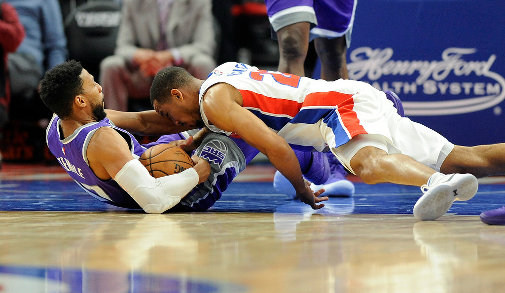 . Going for the loose ball are Sacramento Kings guard Garrett Temple (17), left, and Detroit Pistons guard Avery Bradley (22) in the fourth quarter, Saturday, Nov. 4, 2017 in Detroit.  The Pistons defeated the Kings 108-99.  (Special to The Oakland Press/Jose Juarez)