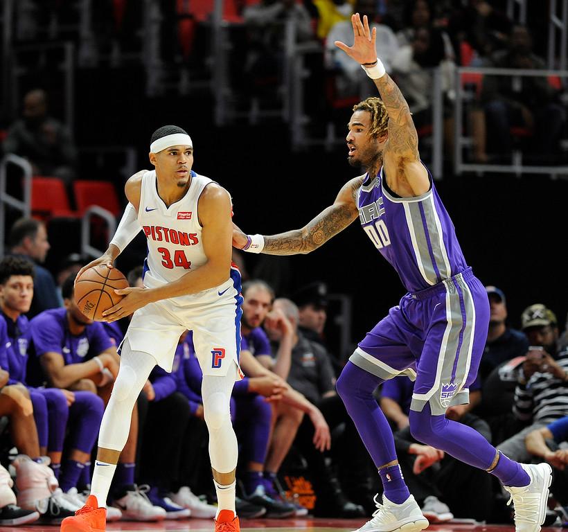 . Detroit Pistons forward Tobias Harris (34) looks to pass around Sacramento Kings center Willie Cauley-Stein (00) during the third quarter, Saturday, Nov. 4, 2017 in Detroit.  The Pistons defeated the Kings 108-99.  (Special to The Oakland Press/Jose Juarez)