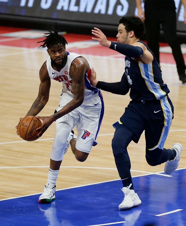 . Detroit Pistons forward Reggie Bullock, left, drives against Memphis Grizzlies forward Dillon Brooks during the second half of an NBA basketball game Thursday, Feb. 1, 2018, in Detroit. The Pistons defeated the Grizzlies 104-102. (AP Photo/Duane Burleson)