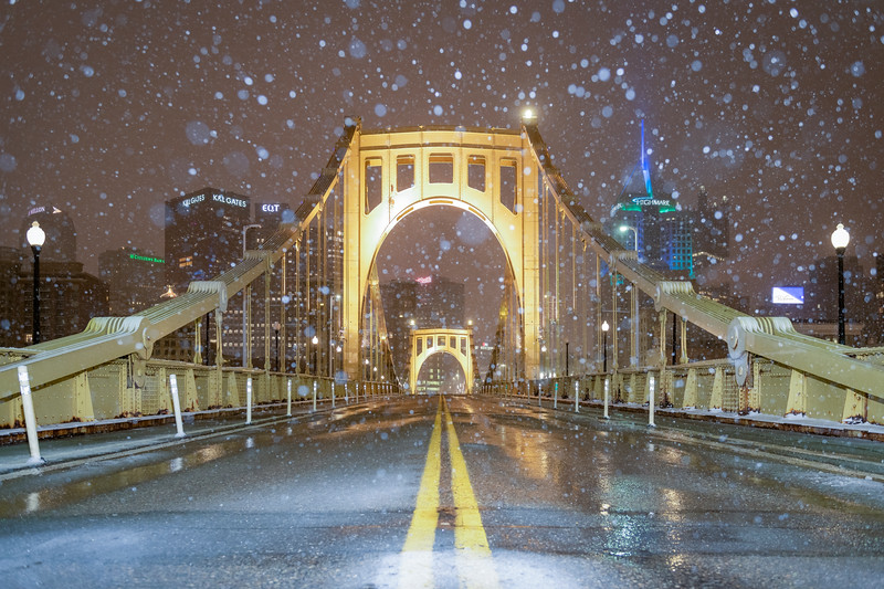 Roberto Clemente Bridge Snow Globe - Pittsburgh Pennsylvania
