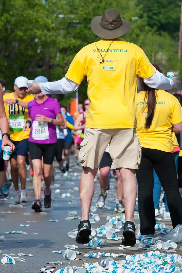Pittsburgh 2013 Marathon - Levitating volunteer.