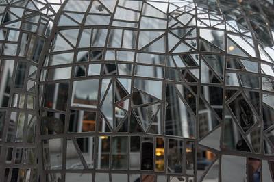 Mirrored dinosaur, PPG Plaza, Pittsburgh, PA
