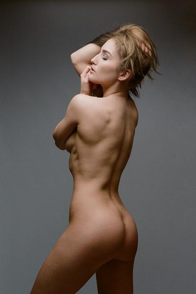 Rachelle - studio nude (Portra 400)