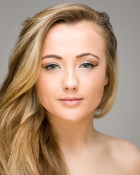 Zoe Miller - vocalist/ dancer