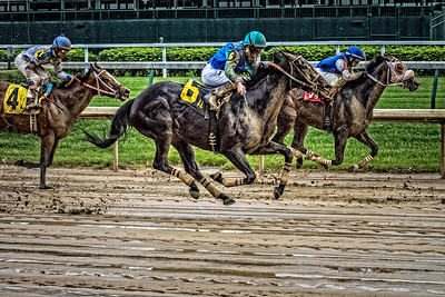 USA, Louisville, KY. Opening Day horse race at Churchill Downs Racetrack.