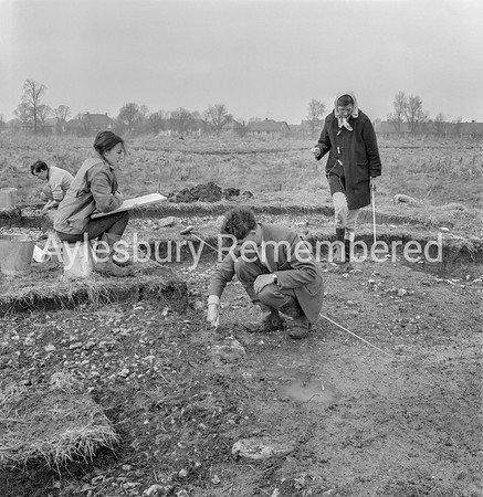 Archaeological dig at Bedgrove, Apr 16 1964