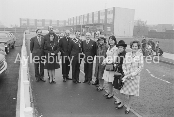 Mayor Frank Buckingham visits Bedgrove, Oct 1973