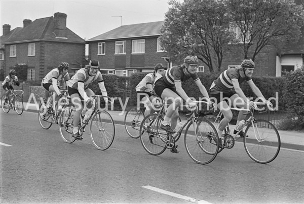 Cycle race in Bicester Road, May 1974