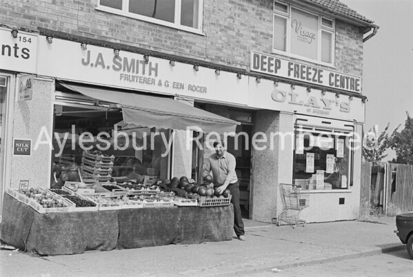 Buckingham Road shops, July 1984