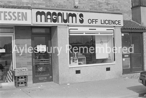 Magnum's Off Licence, Buckingham Road, July 1985