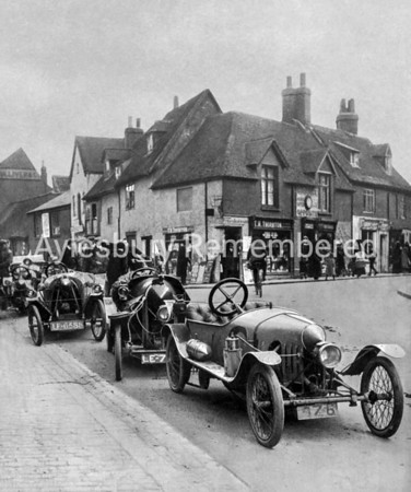 Cyclecars in Buckingham Street, 1913
