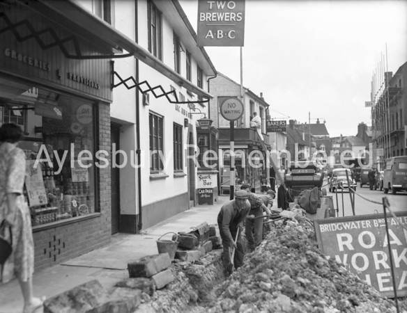 Road works in Buckingham Street, Aug 1958
