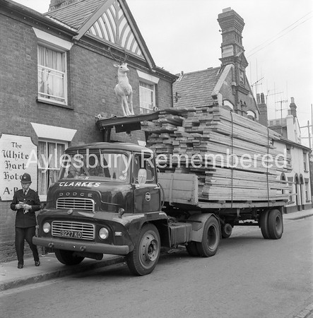 Lorry crashes into White Hart statue in Exchange Street, July 1965