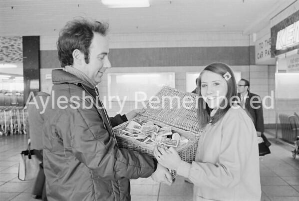Pancake race in Friars Square, Mar 6th 1973