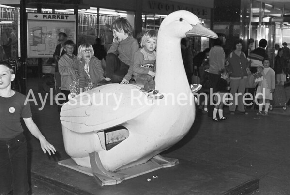 Kids on Friars Square birds, June 1980