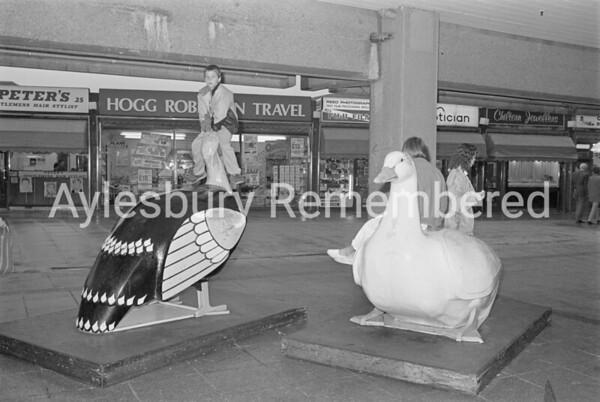 Kids on Friars Square birds, Oct 1987
