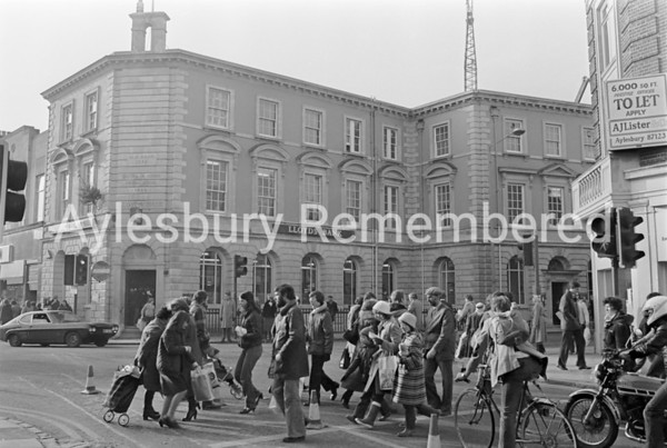 Looking towards Kingsbury from Cambridge Street, Jan 1982