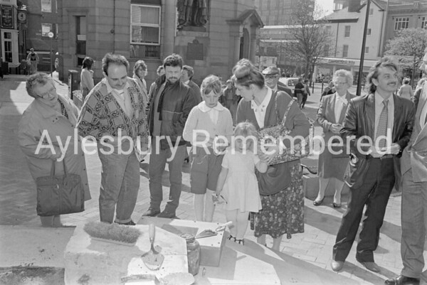 New time capsule in base of John Hampden statue, Apr 1988
