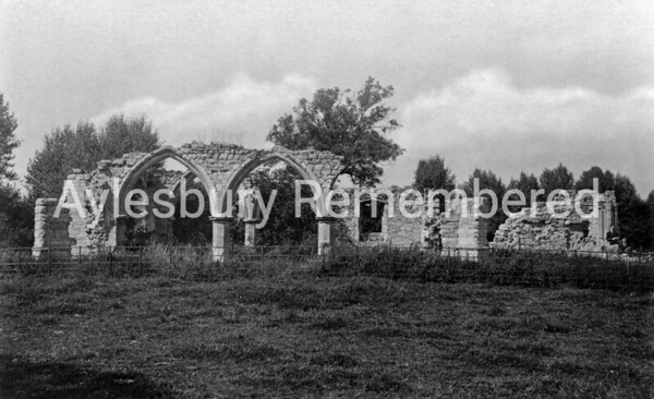 Ruins of Quarrendon Chapel, c1910