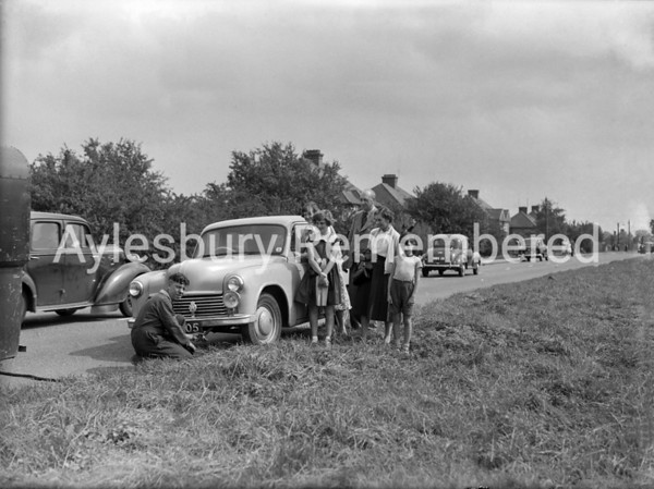 Broken down car in Tring Road, Aug 22 1956