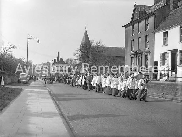 Procession from Holy Trinity Church, Walton Street, Apr 14 1953