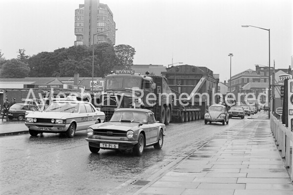 Wide load in Walton Street, July 1974