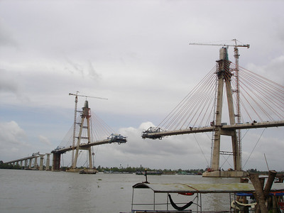 A new bridge being consturcted over the Mekong River at My Tho,  April 2008.
