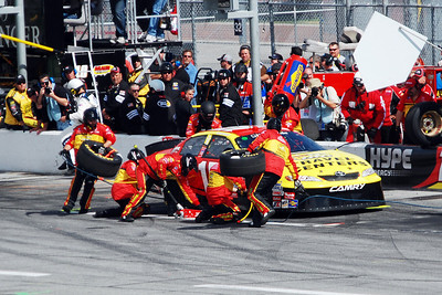 #15, Michael Annett - Changing tires during the first pitstop