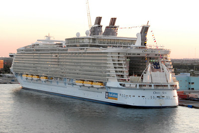 The Oasis of the Seas - the largest cruise liner built