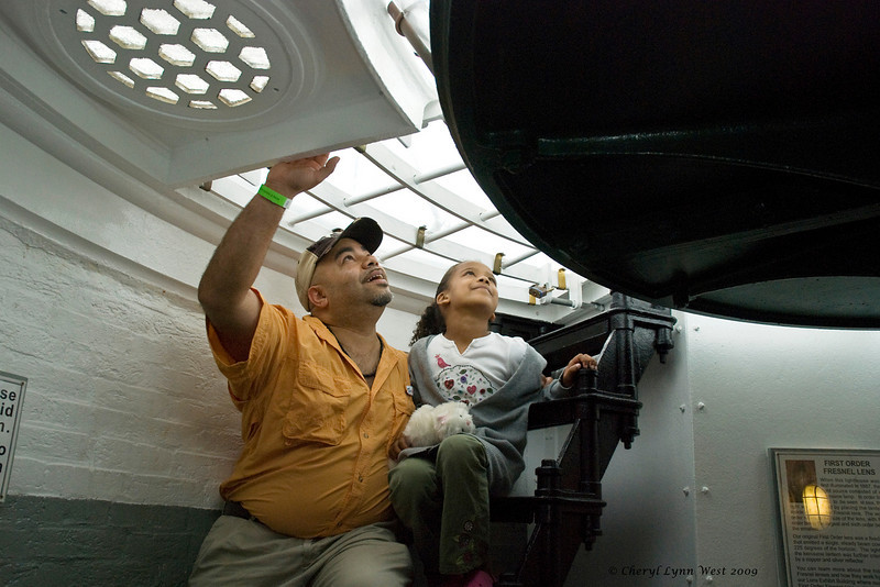 This father was explaining to his daughter how the glass prism works in the lighthouse.