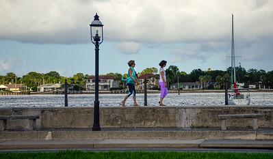 Strollers along the Matanza Bay