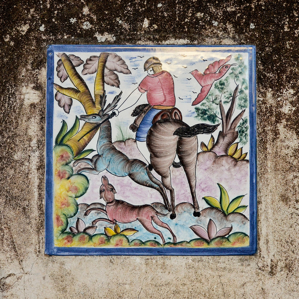 Decorated tile in the wall on one of the homes on Charlotte Street