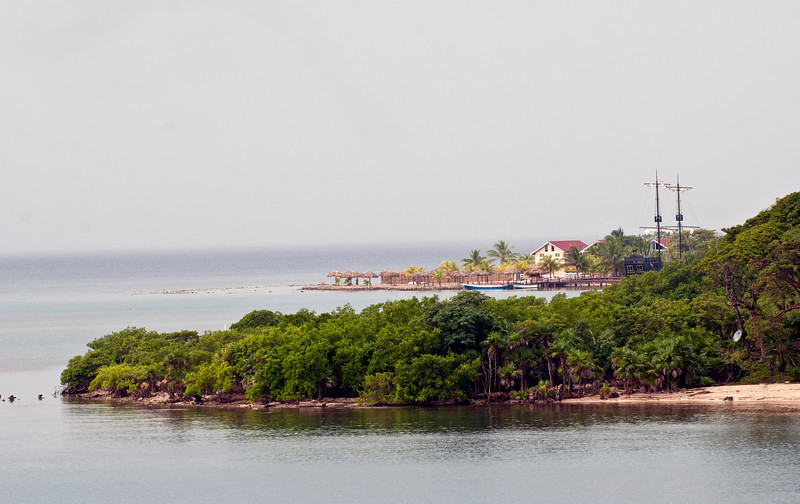 Coming into Roatan.  Check out the satellite dish in the woods but no home in sight.