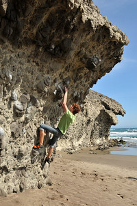 Bouldering at playa de Monsul