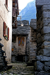 Corippo - the smallest village in Valle Verzasca - I think there are about 18 permanent residents (unfortunately a lot more tourists though)