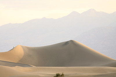 Stovepipe Sand Dunes, Death Valley National Park, California and Nevada, USA.