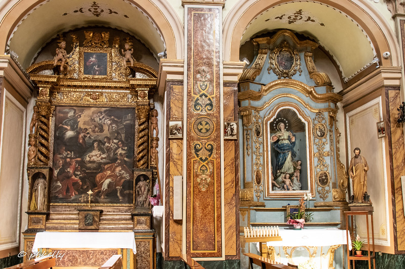 Side altars in San Antonio Abbate, are mid 18th century and have more baroque ornamentation than I saw in Molise.  The figures on ouside of the altar on the left were worth a second look!