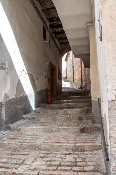 The next few images are alleys, one of my favorite things in Italy.